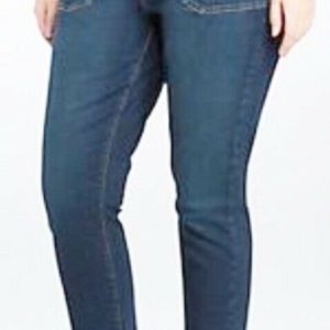 Torrid Womens skinny Cropped Jeans Blue Size 20